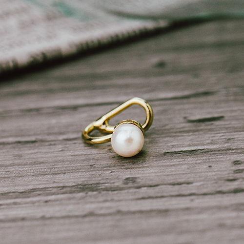 點點小珍珠 單支耳骨夾